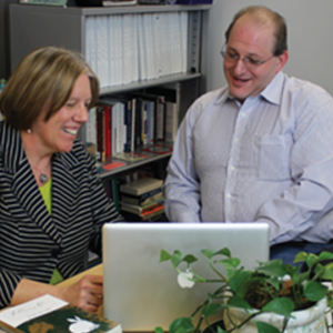 photo of Gary Smith and client at desk